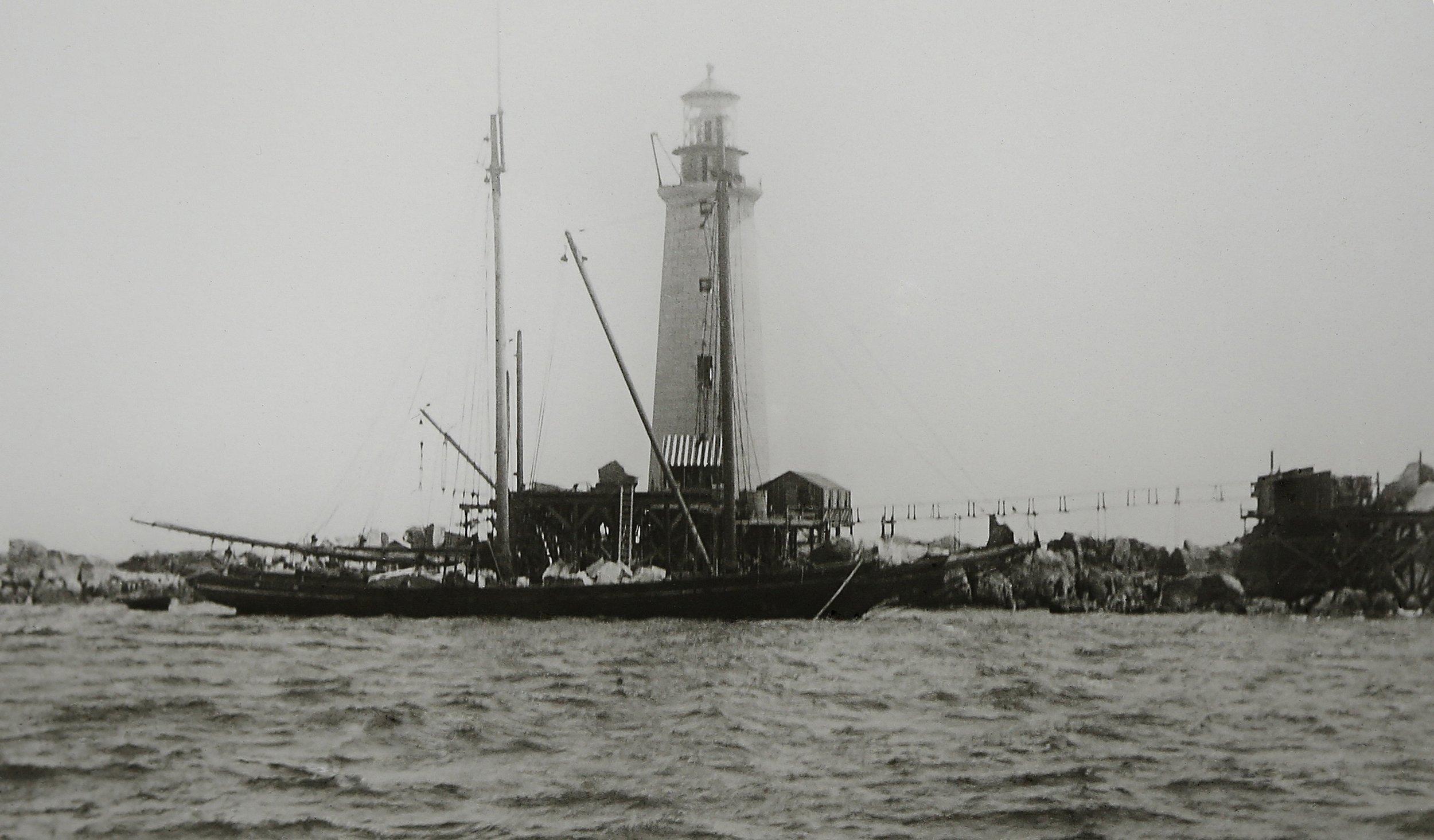 110-ton-Stone-Schooner-delivering-riprap-1905-copy.jpg