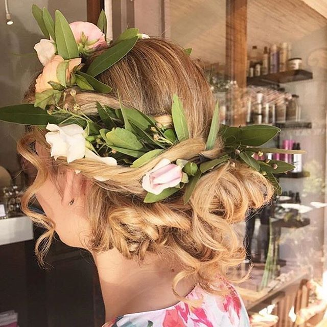 The @blossomsalon makes the most delightful head pieces!! Check them out at the Arlington Plaza along with some of our favorites like @dianiboutique, @treatthyselfsb and @renaudspatisserie! 📷: @arlingtonplazasb . . #hairstyle #hairstylist #instahair #updo #messybun #lifestyle #hairinspo #hairdo #flowercrown #salon #dtsb #visitsantabarbara #mysantabarbara