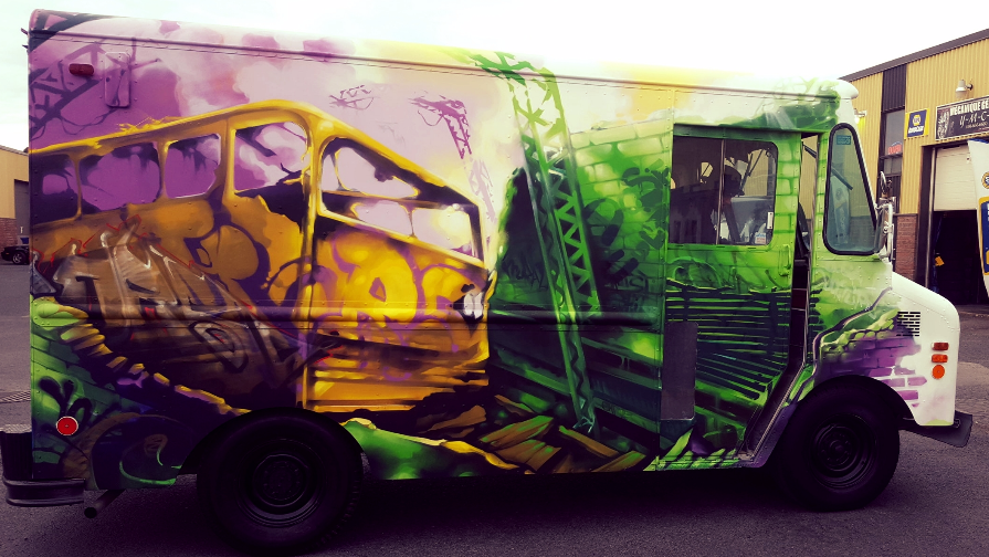 Truck of Art - Citizens training at the bases of aerosol, graffiti canvas given to you, practice panels and canvas grafted in the cabin of the truck, you are interested?Order it for your festival or activity!