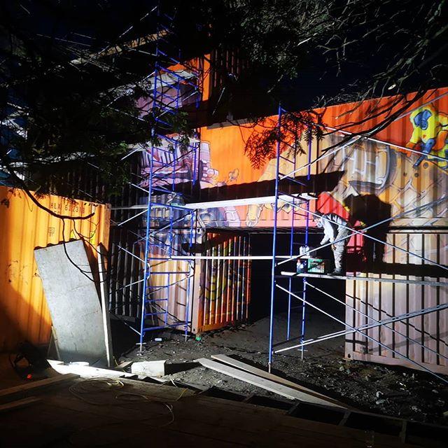 Quand @axelalime et @korb_crazyapes ne sont pas arrêtables, c'est ce set Up qu'il faut. #cirquedelapointeseche #graf #MTN94 #graf #graffitiart #DoseCulture #circus #kamouraska #montanaspraypaint #cirque #paroisrocheuse #conteneur #ironcanvas #bois #microbrasserietetedallumette