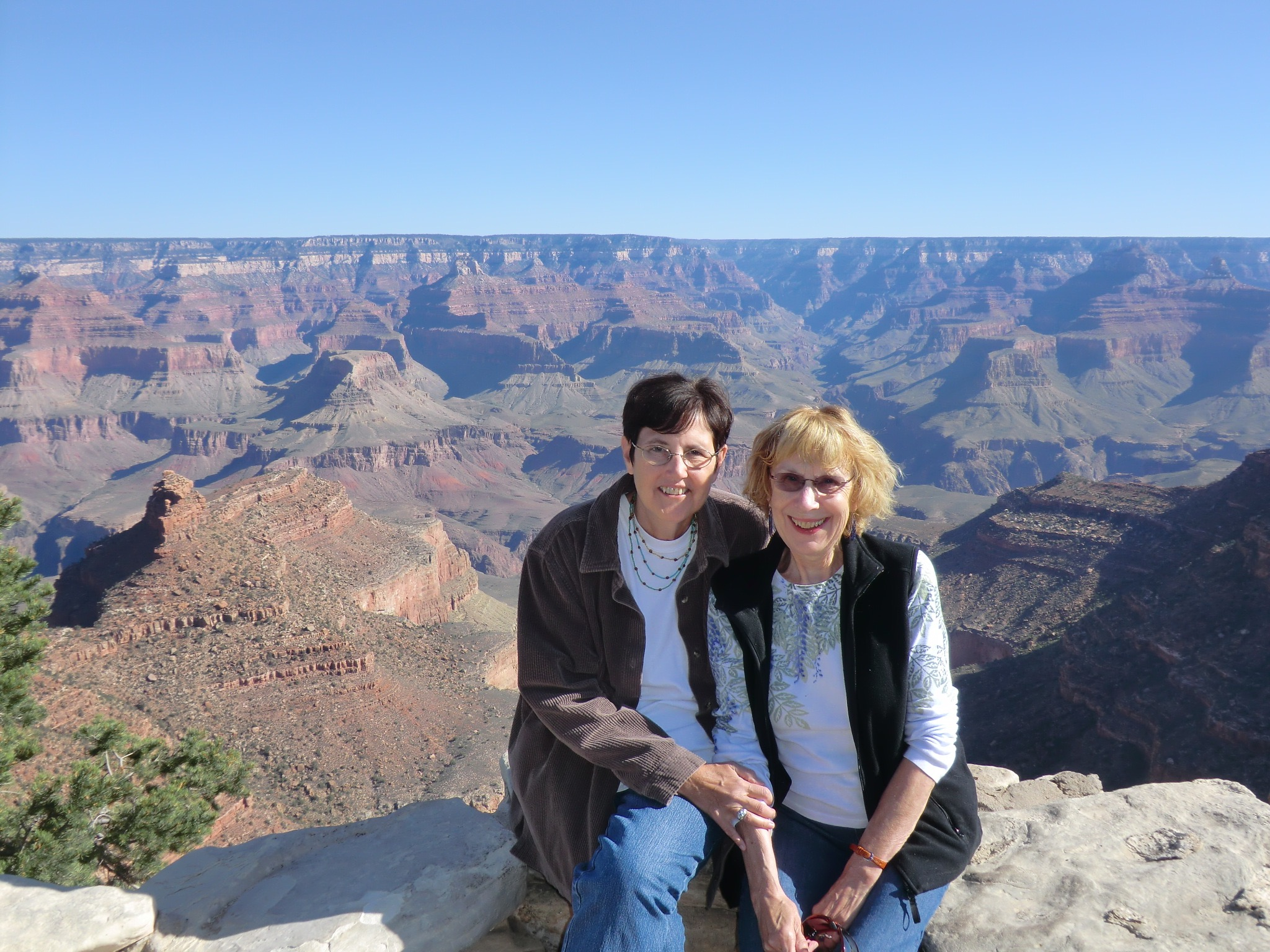 Maggie and Anna French at the Grand Canyon