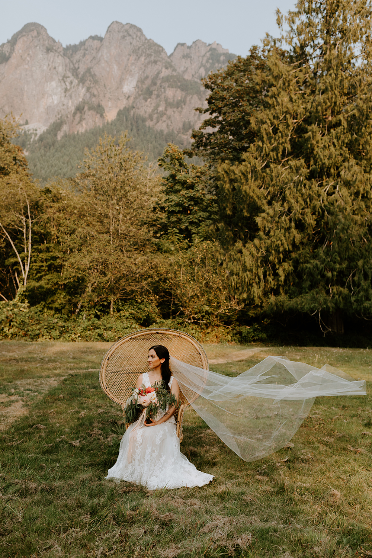 Washington Mountain Elopement | Pacific Northwest Mountain Wedding | Mountain Vow Renewal | Seattle Wedding Photographer | Tida Svy Photo | www.tidasvy.com