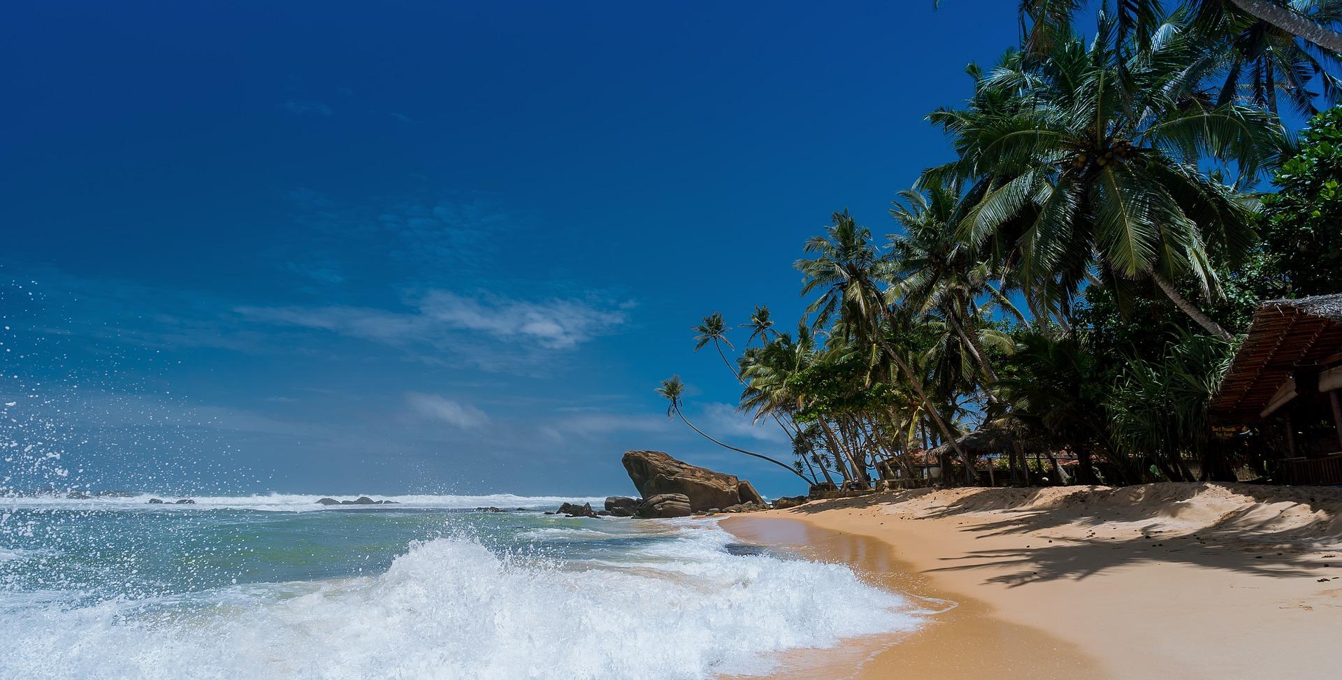 beach-1867590_1920.jpg