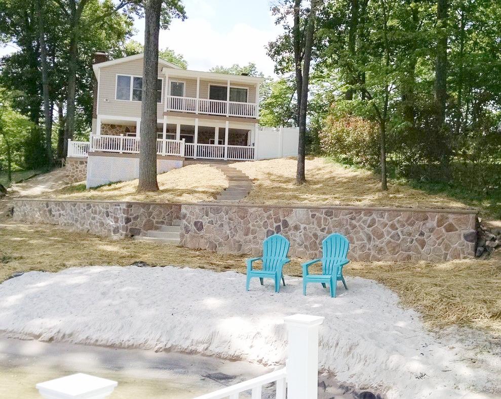 Lake house Steps, wall and beach