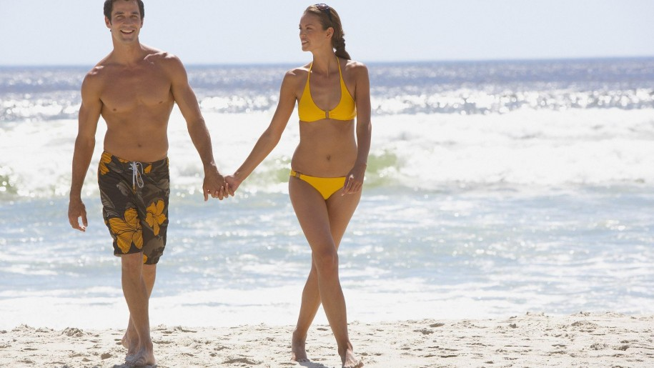 Couple_on_the_beach-915x515.jpg