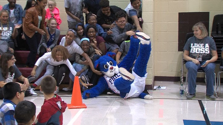 Sixers Mascot Visits Glassboro Students