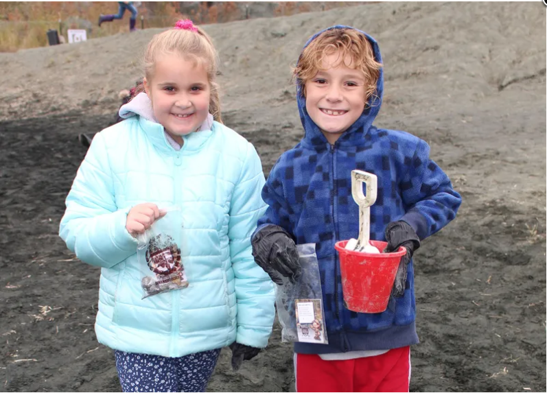 Bullock's Budding Scientists Dig the Fossil Park
