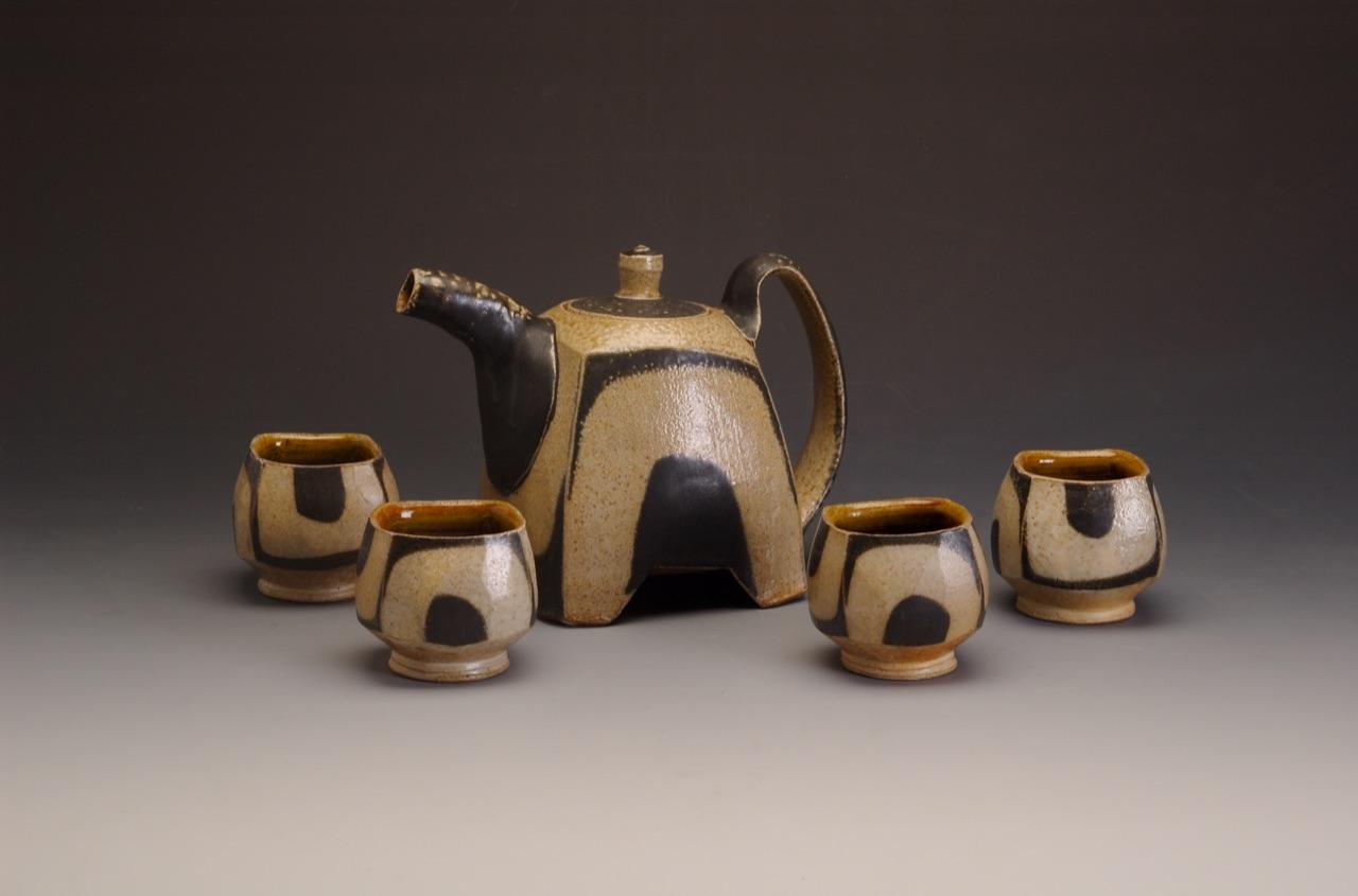 teapot u footed w 4 cups.jpg