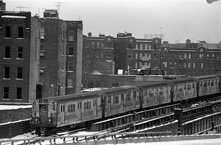 The 6 Train rolling through the East Bronx