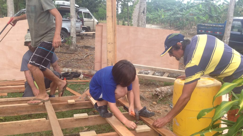 Tom gives J a hand hammering nails as we work on the  buena casa .