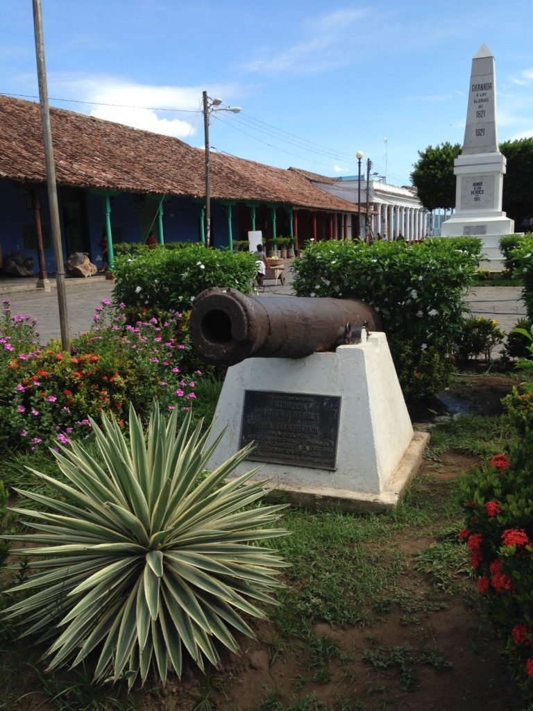 Cannon and monument near the Parque Colon commemorating the heroes of Granada