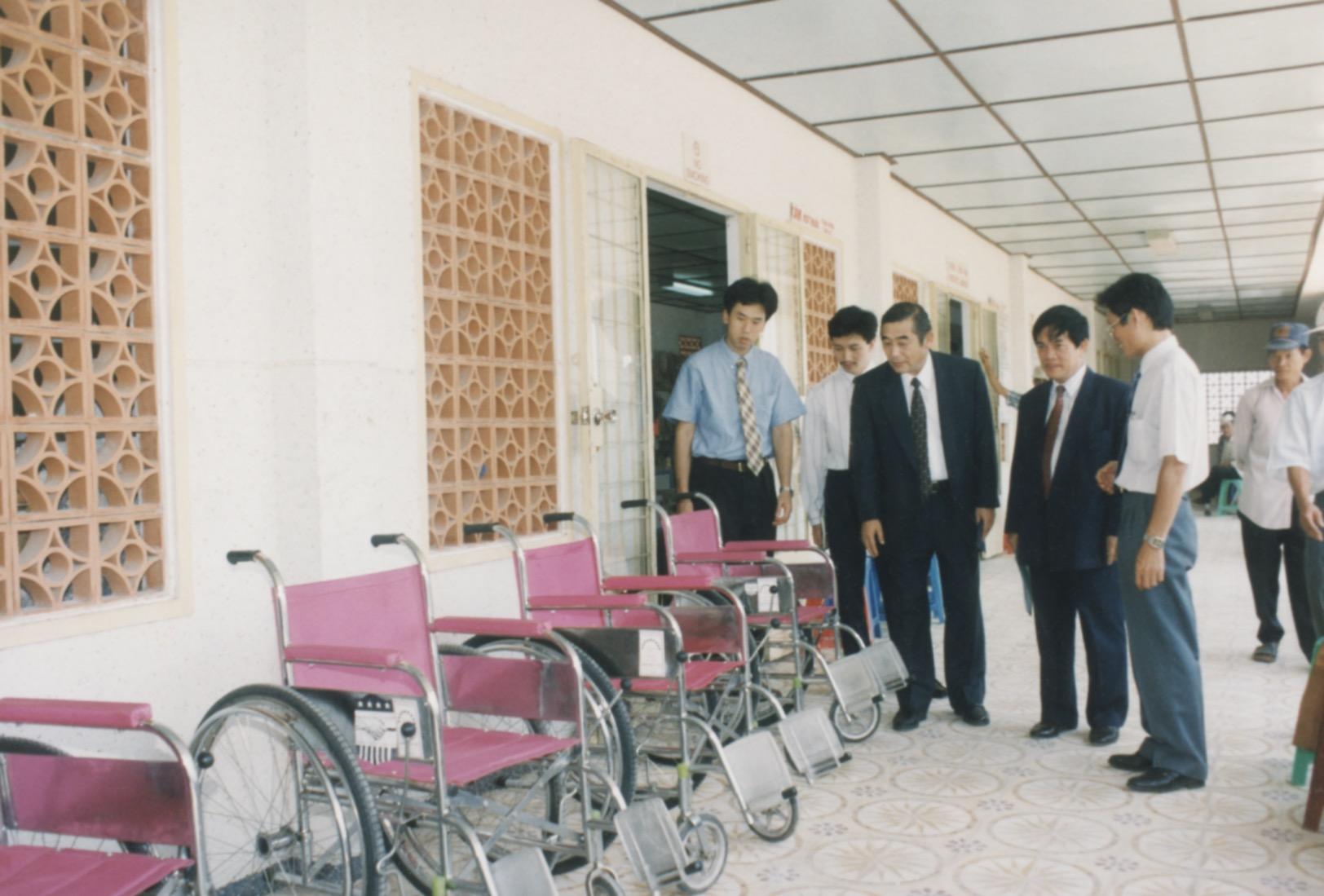 1996 VNAH Amputees - 21.jpeg