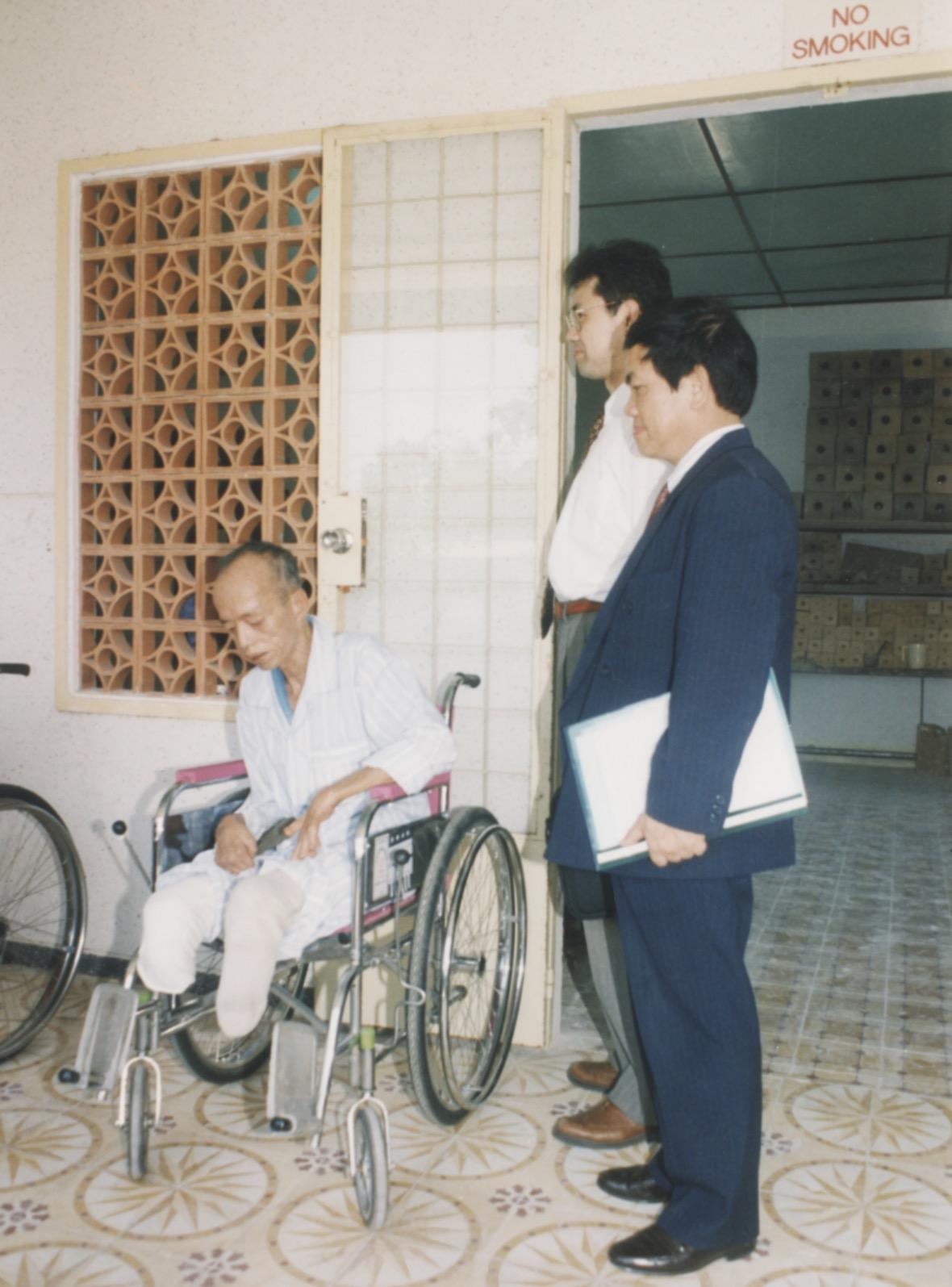 1996 VNAH Amputees - 37.jpeg