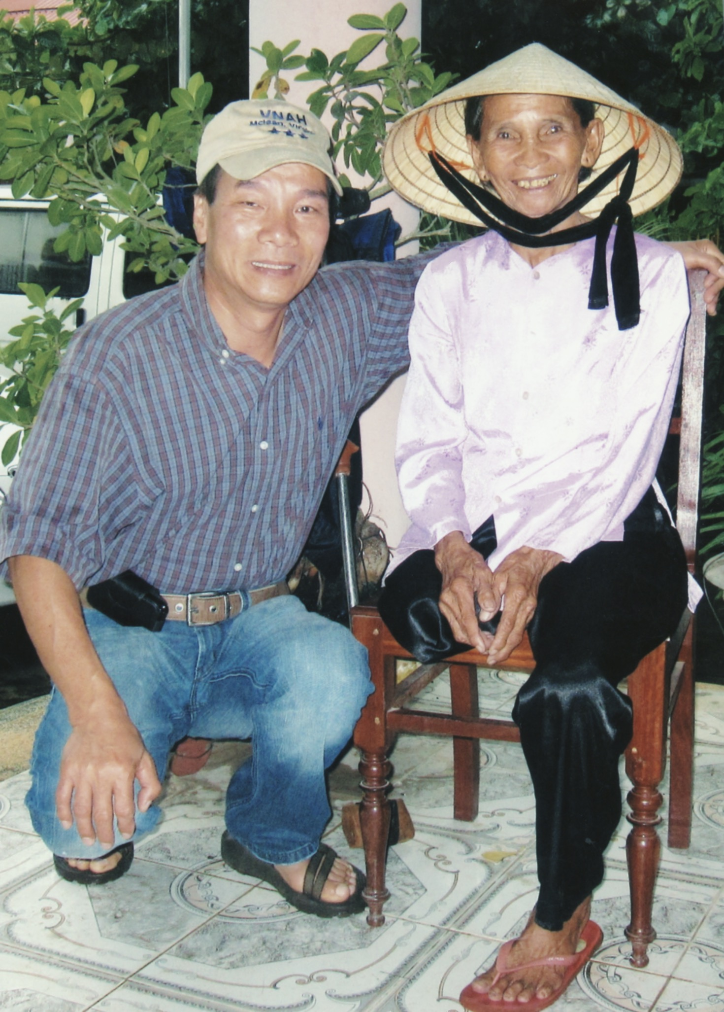 Prosthetics Outreach to Landmine Victims in Quang Dinh Province 2009 - 05.jpeg