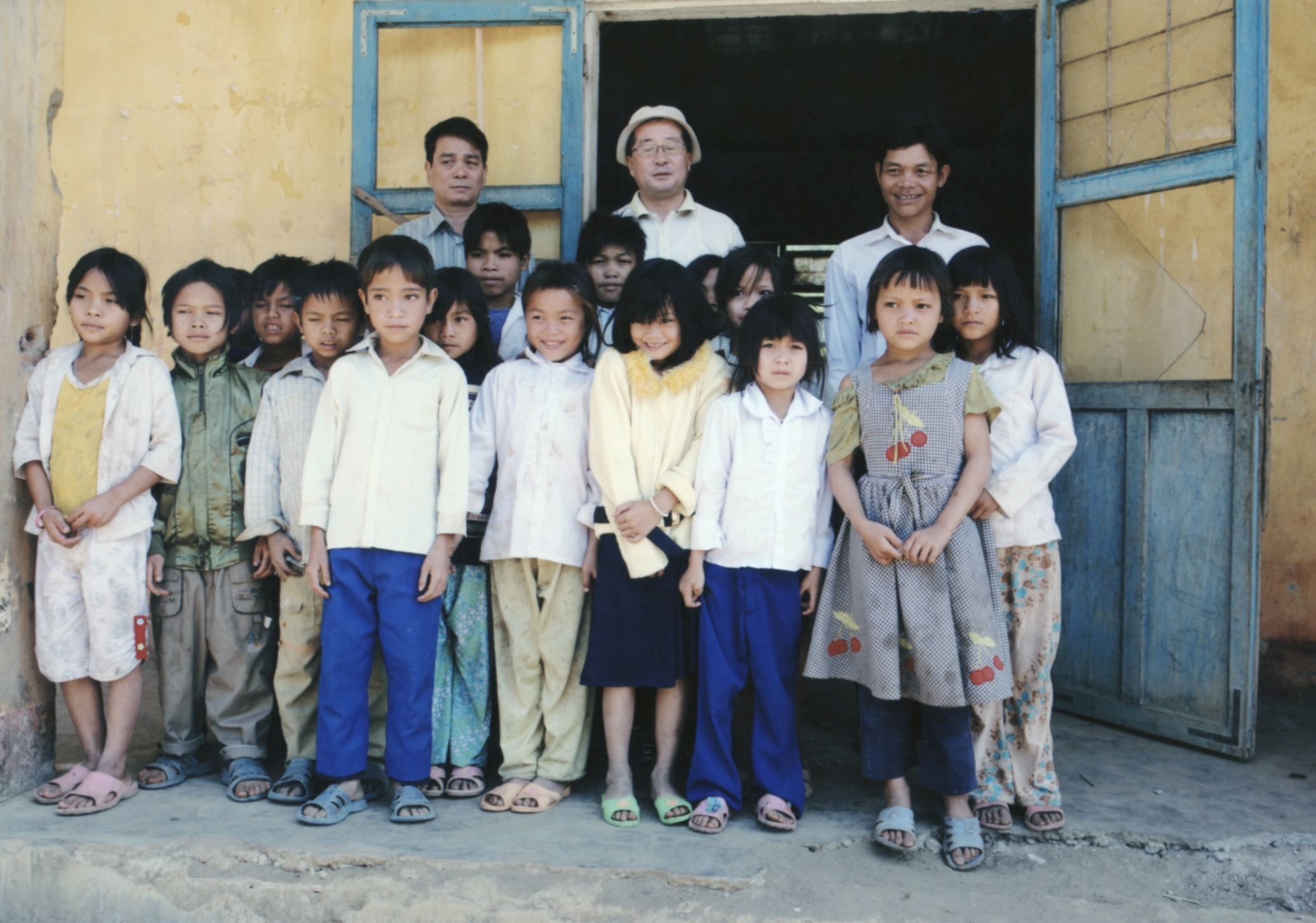 Opening Ceremony for a Primary School in Kontum Prov. (Central Highland) 2008 - 22.jpeg