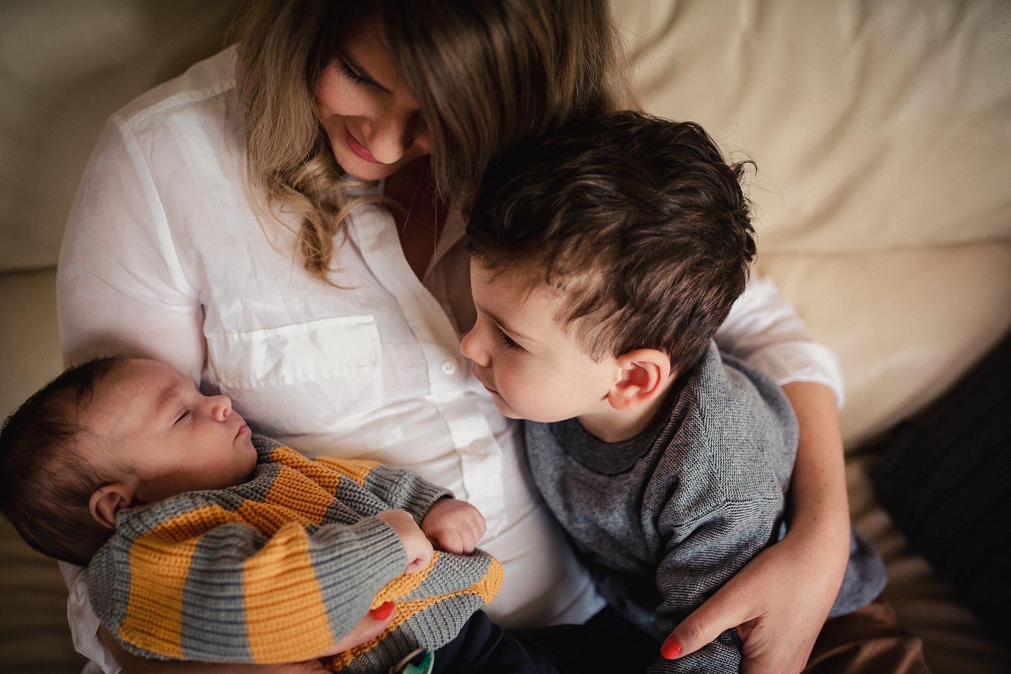 newborn-baby-in-home-family-photography-albury-wodonga-north-east-victoria (3).jpg