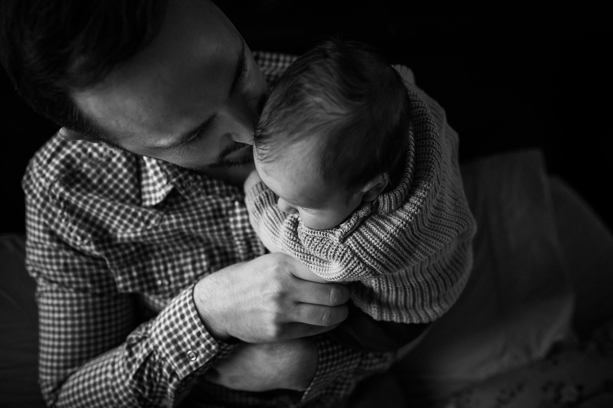 newborn-baby-in-home-family-photography-albury-wodonga-north-east-victoria (7).jpg