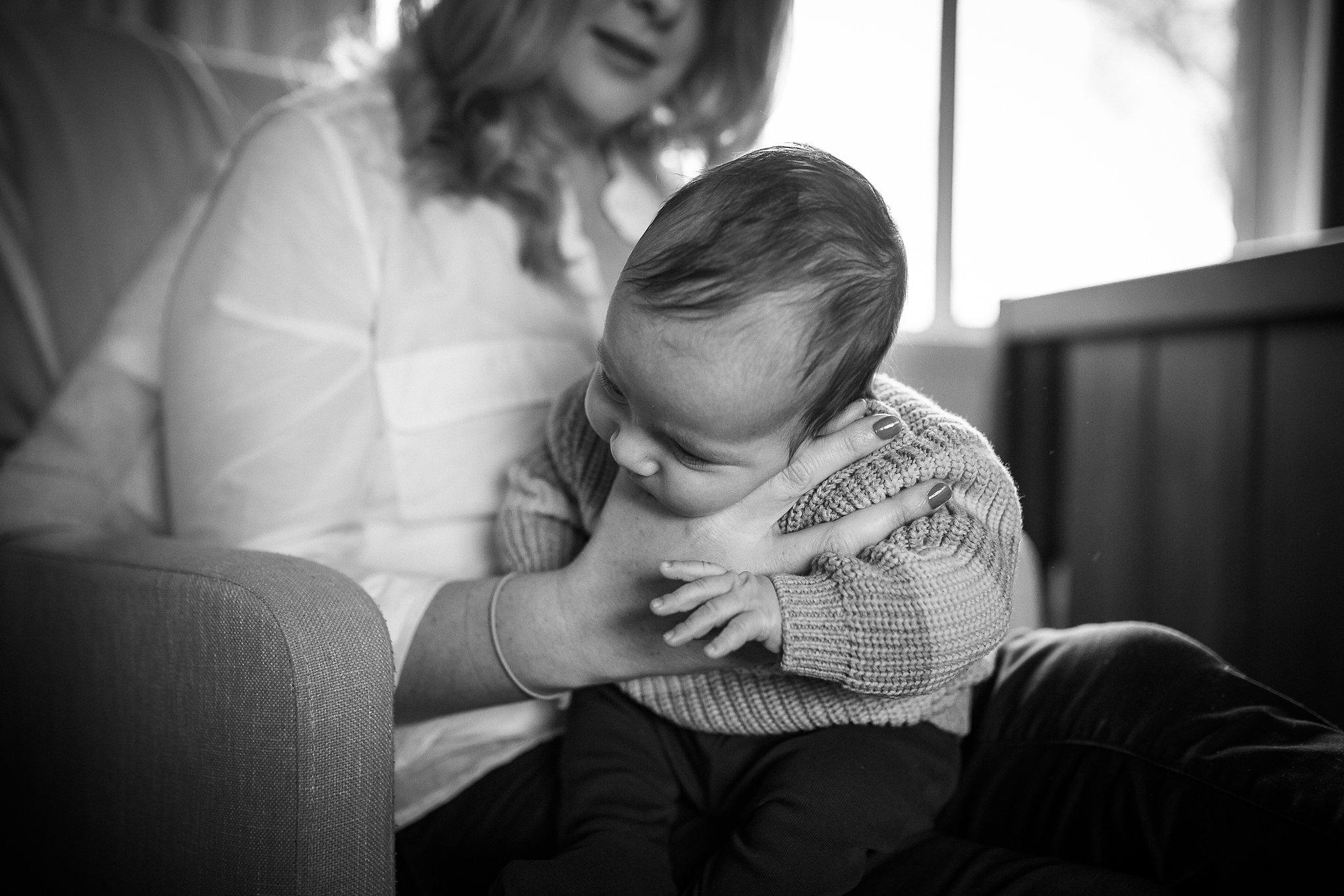 newborn-baby-in-home-family-photography-albury-wodonga-north-east-victoria (6).jpg