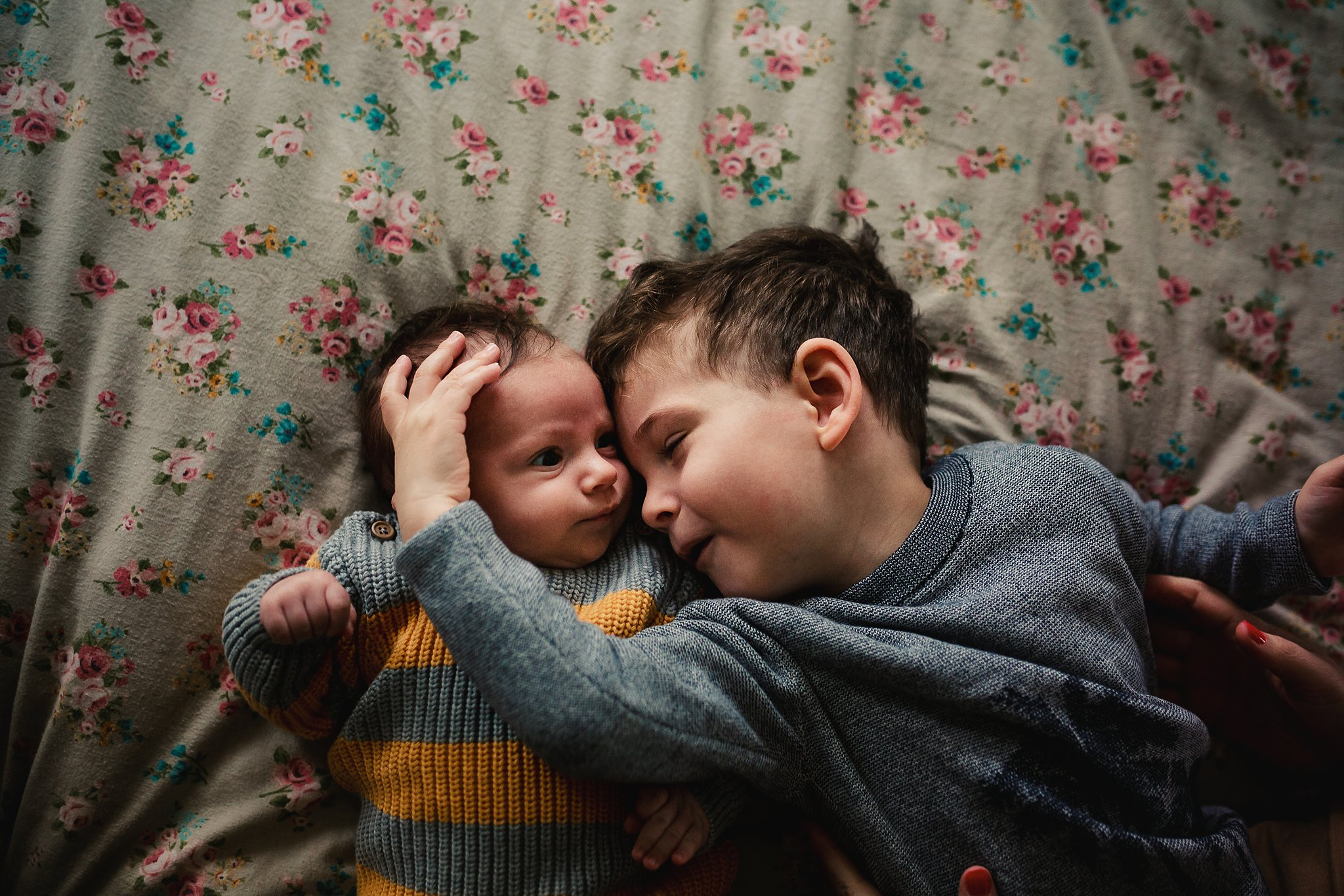 newborn-baby-in-home-family-photography-albury-wodonga-north-east-victoria (9).jpg