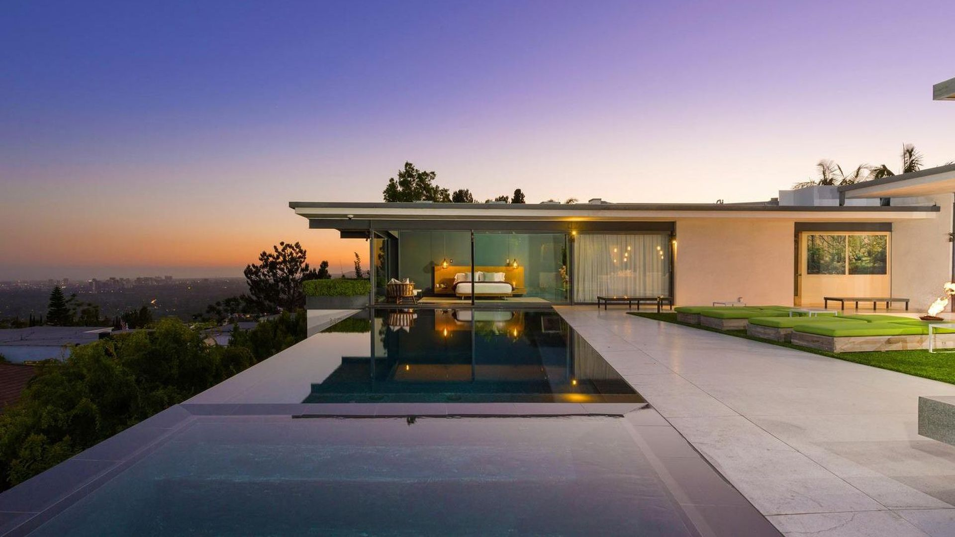 Everyone's favourite Friend's star, Matthew Perry has put his epic Los Angeles home on the market for $17.8 million.