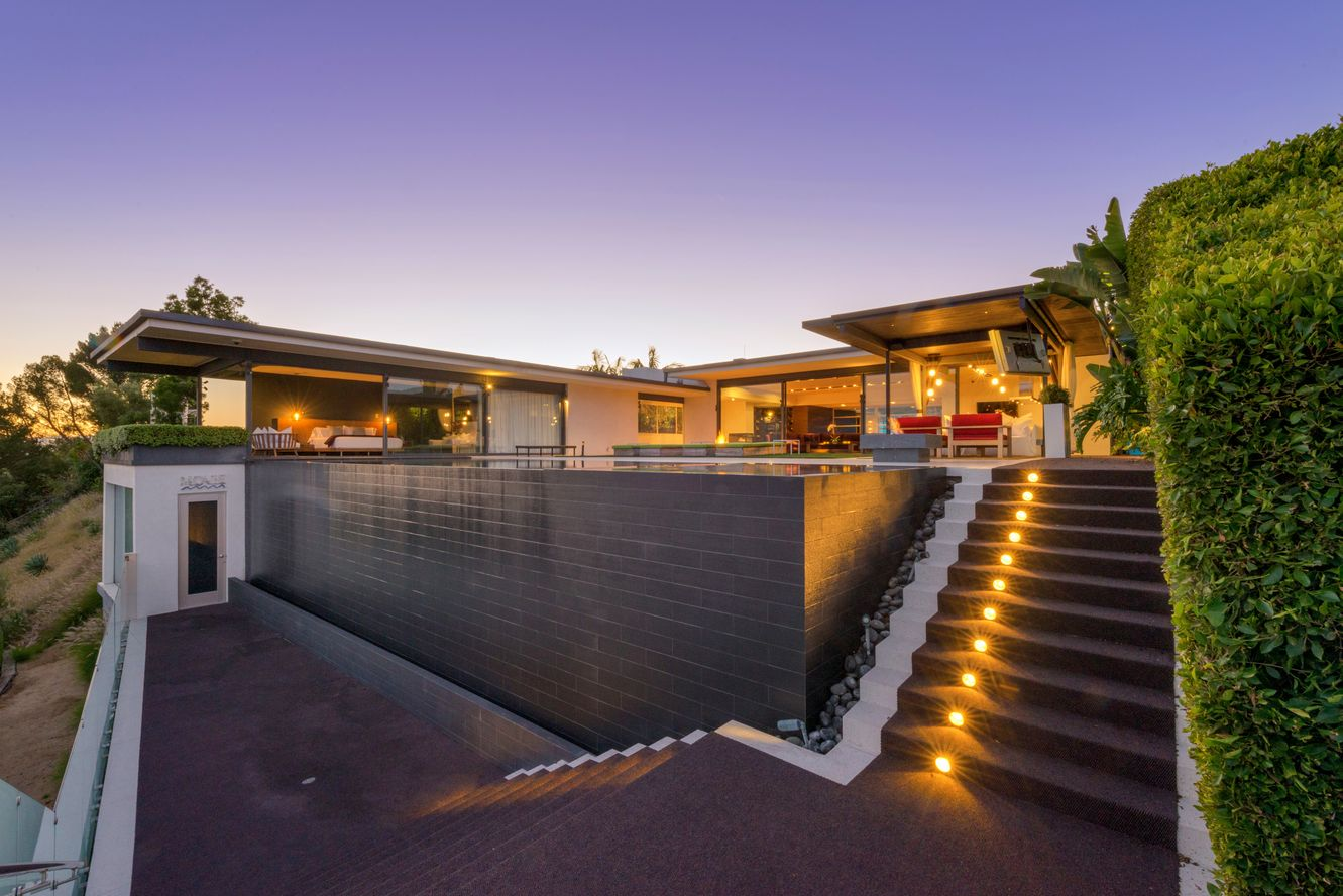 Matthew-Perry-Hollywood-Hills-House-For-Sale-Exterior.jpg