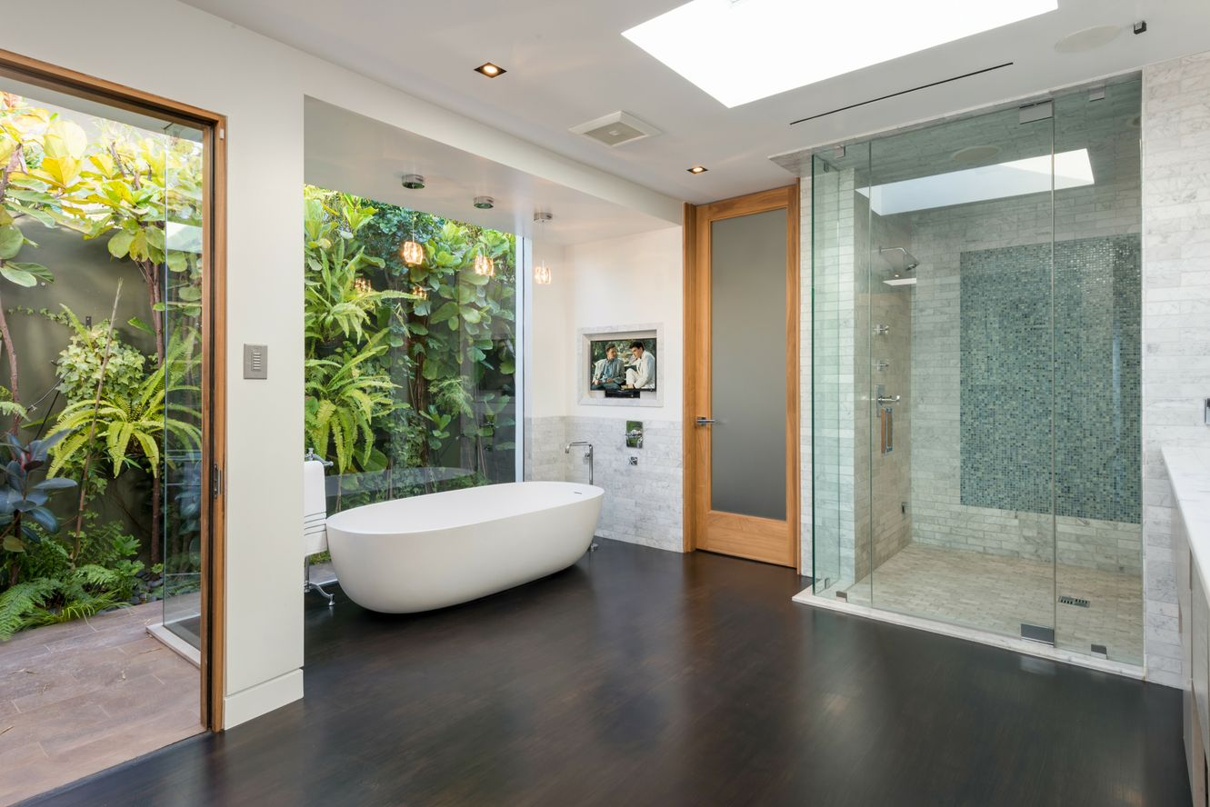 Matthew-Perry-Hollywood-Hills-House-For-Sale-Master-Bathroom.jpg