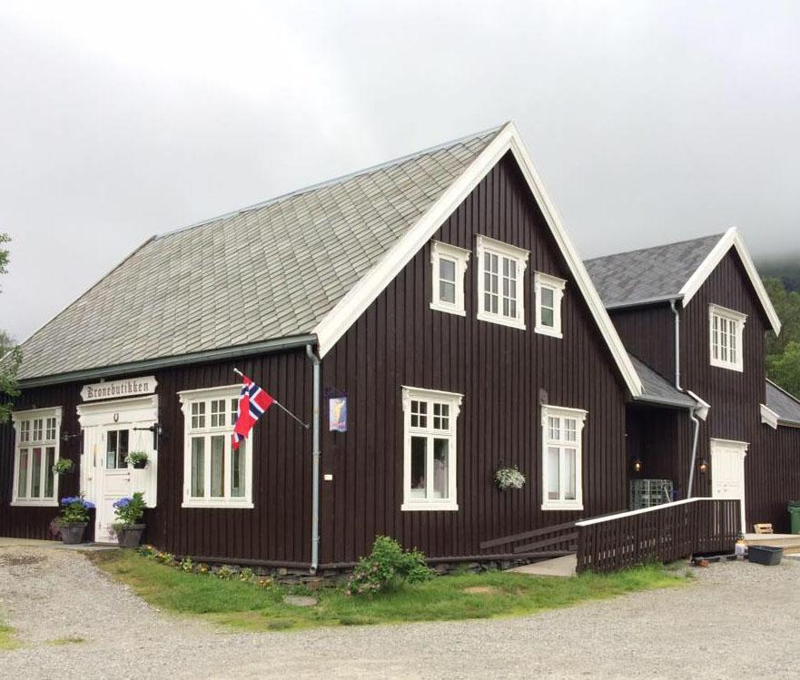 Kronebutikken pyntet for Dronningbesøk i 2016. Foto: Linda Fjellheim