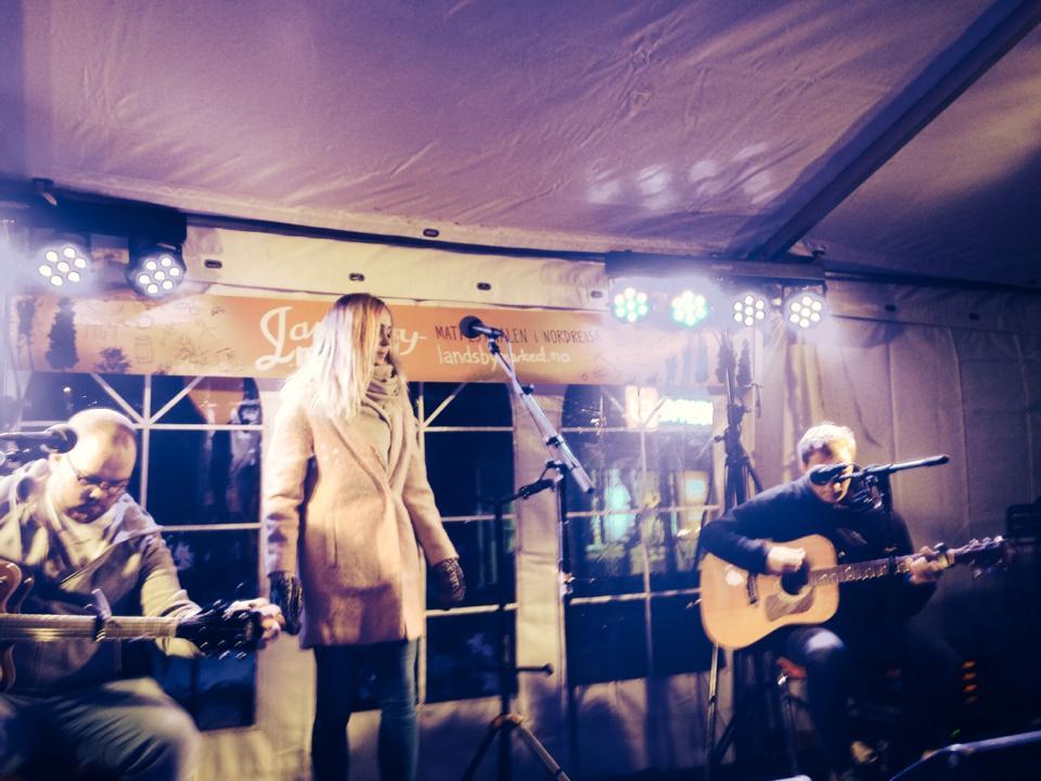 Agnete Båtnes Braaten med band - Landsbymarked 2014 Foto: Inger Birkelund
