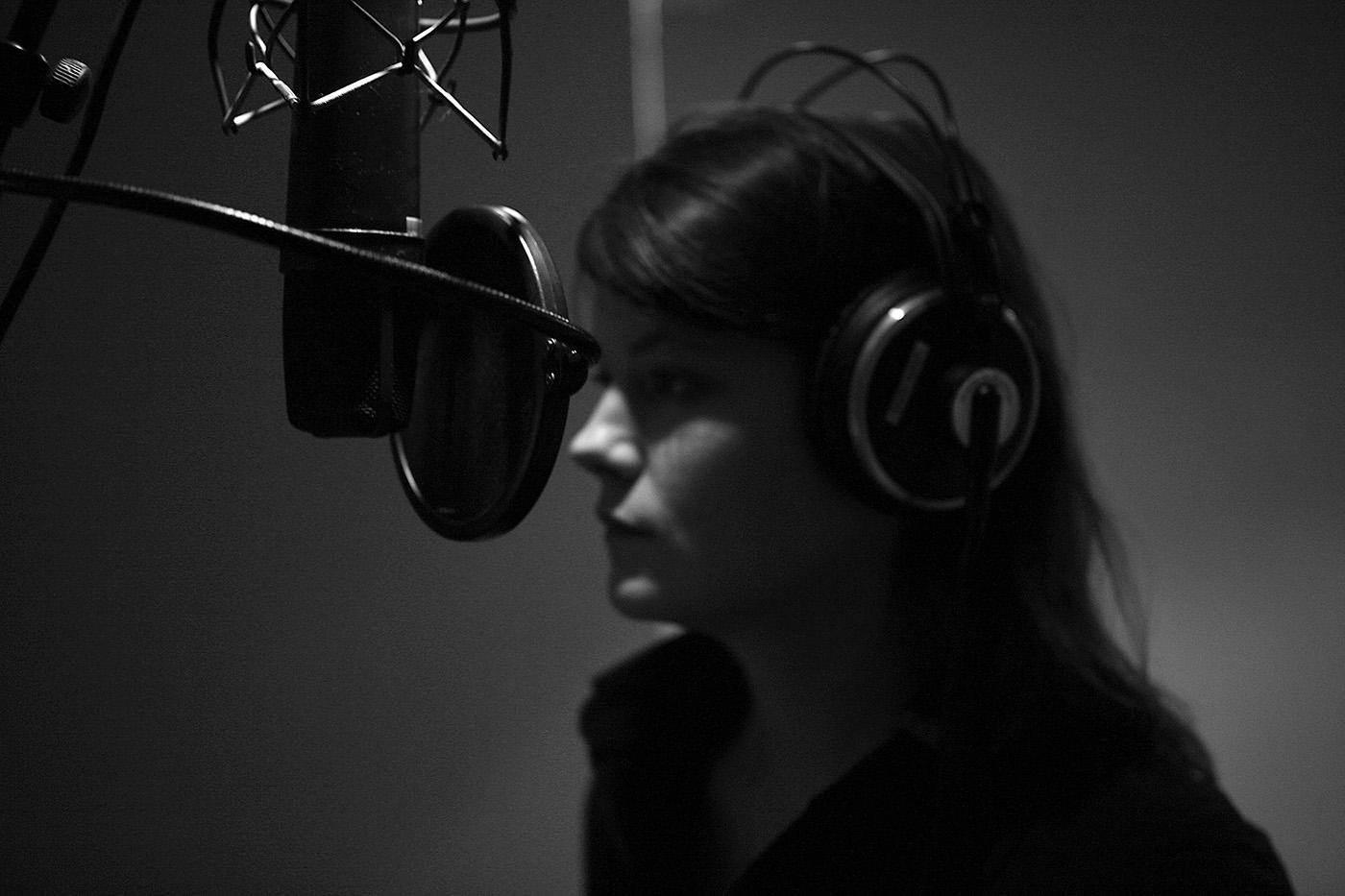 Quelques clichés réalisés en studio durant l'enregistrement du EP de Dawn (ici, Aurore Imbert, Gabriel Mimouni et Simon Tailleu).