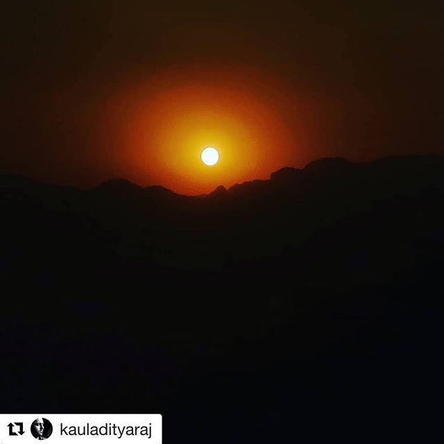#Repost @kauladityaraj with @get_repost ・・・ Sunset in Sattal from @naveens_glen !!