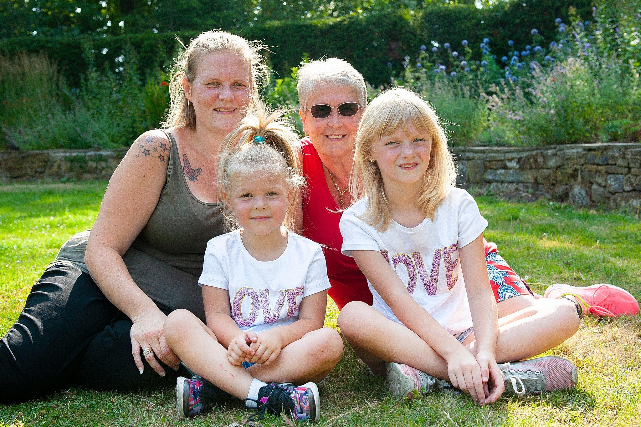 Family_portraits_Family_photographer_family_photography>out_door_photo_shhoots_family_photo_shoots_photographers_near_me Sarah_bee_photography_1314.jpg