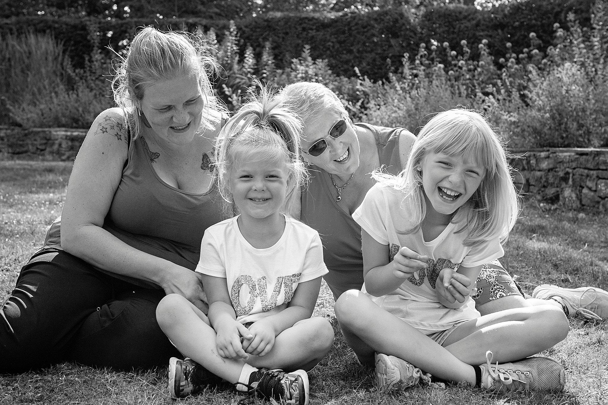 Family_portraits_Family_photographer_family_photography>out_door_photo_shhoots_family_photo_shoots_photographers_near_me Sarah_bee_photography_1315.jpg