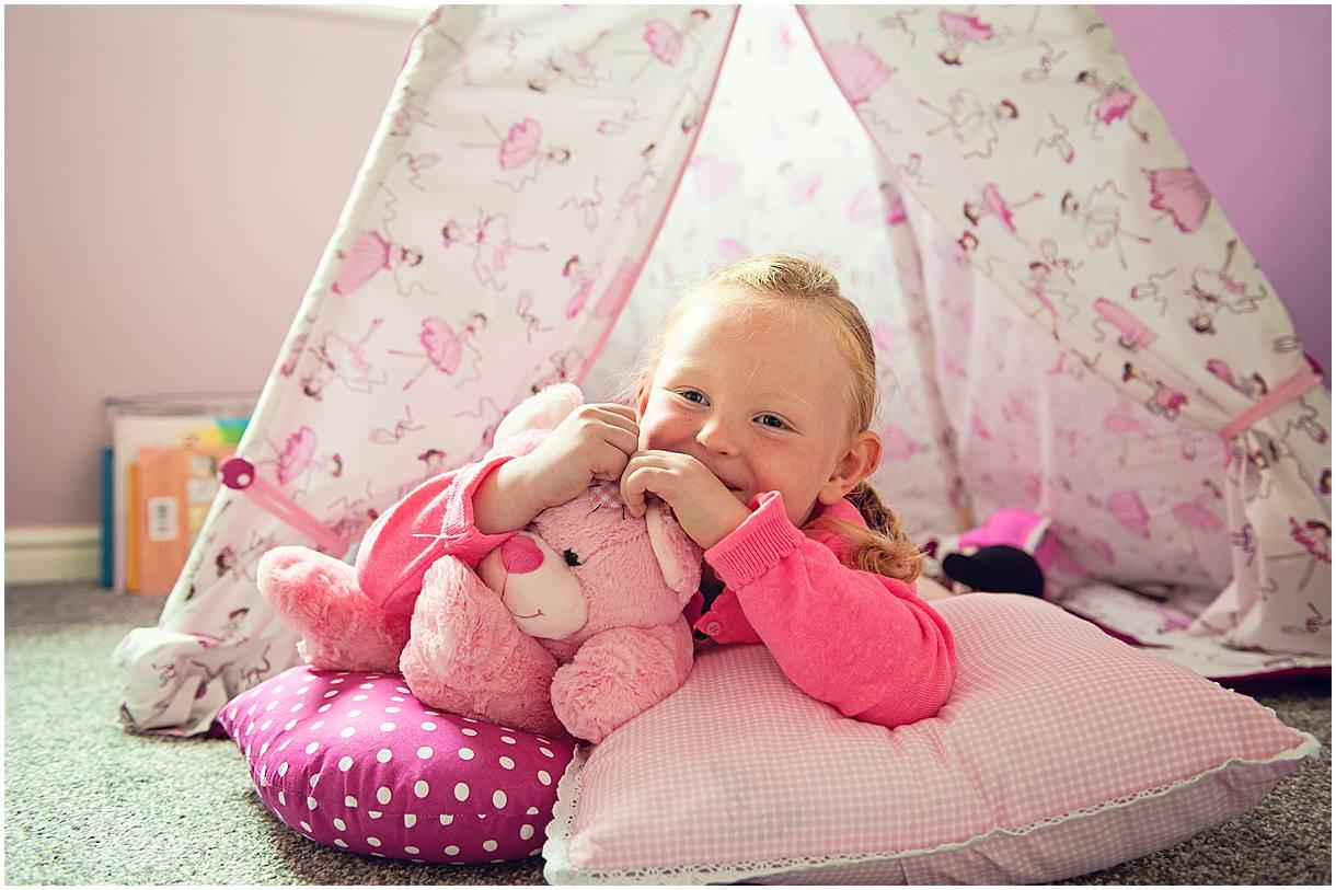 Newborn_photography with Sarah_bee_photography lifestyle_photography family_photography natural_photography photography_in_your_own_home baby_and_child_photography_1922.jpg