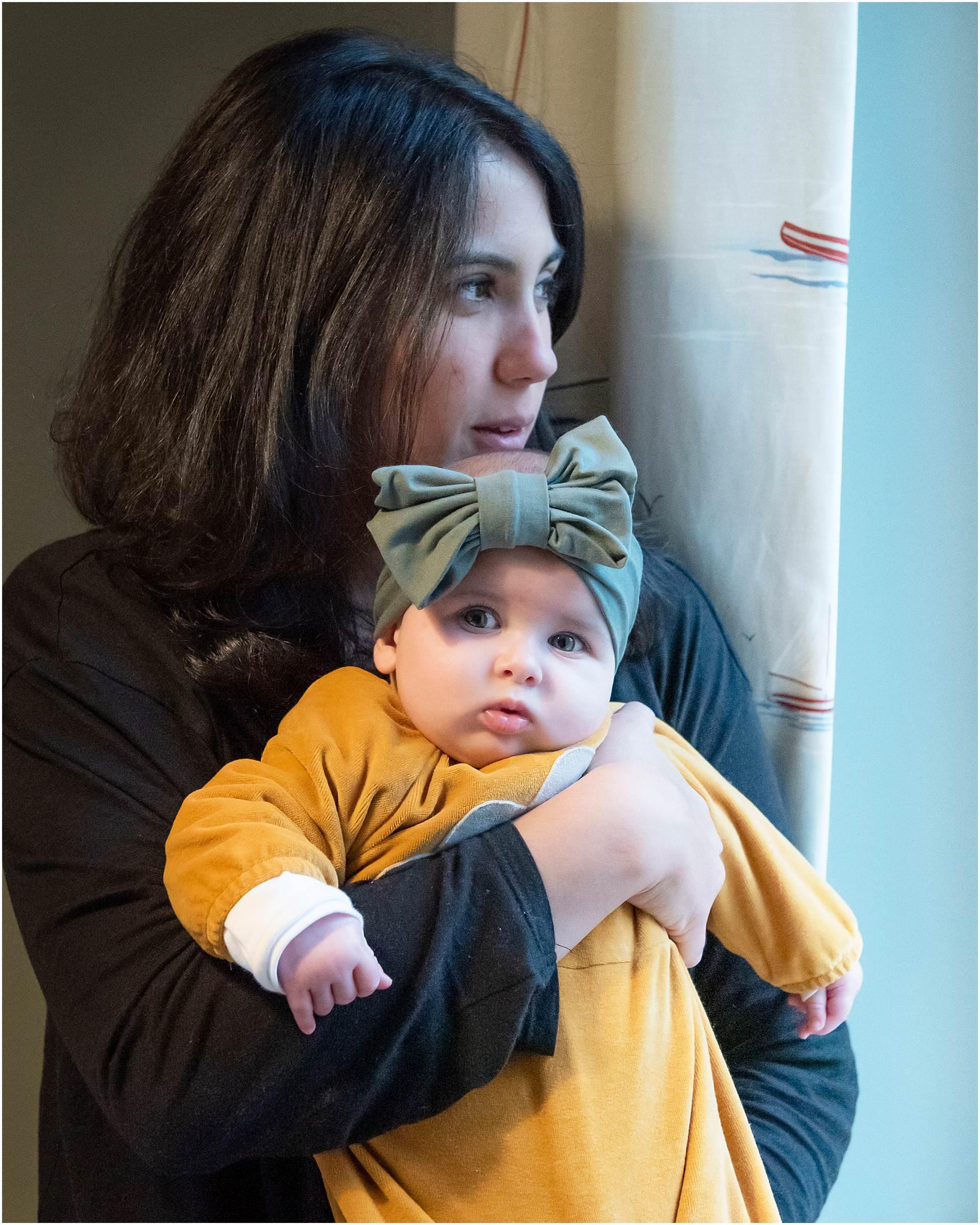 Newborn_photography with Sarah_bee_photography lifestyle_photography family_photography natural_photography photography_in_your_own_home baby_and_child_photography_1943.jpg