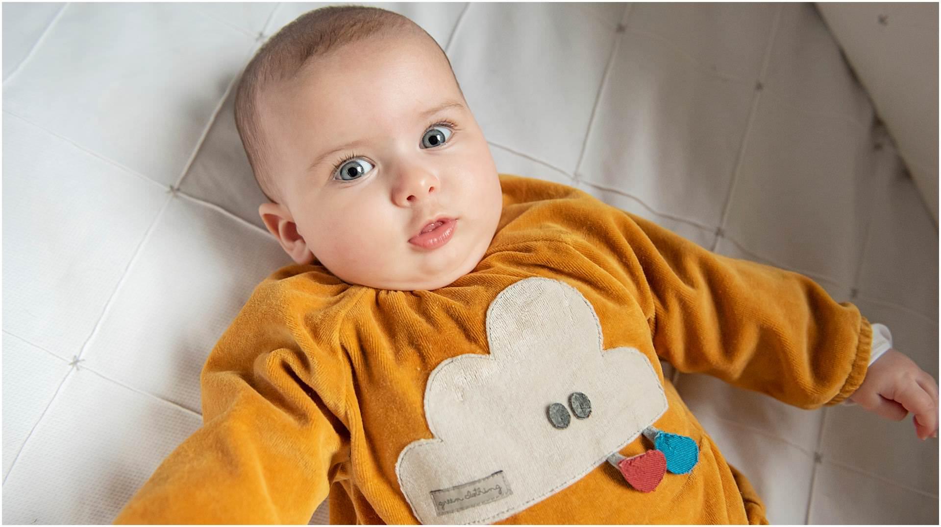 Newborn_photography with Sarah_bee_photography lifestyle_photography family_photography natural_photography photography_in_your_own_home baby_and_child_photography_1951.jpg