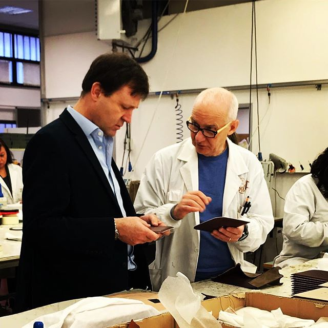 My long suffering hubby accompanied me on the Tuscany trip and here he in action in the workshop with the boss.  Victoria Beckham's bags were in production! 🇨🇮👀 . #italianbags #florence #alissyalondon #italiansdoitbetter🇮🇹
