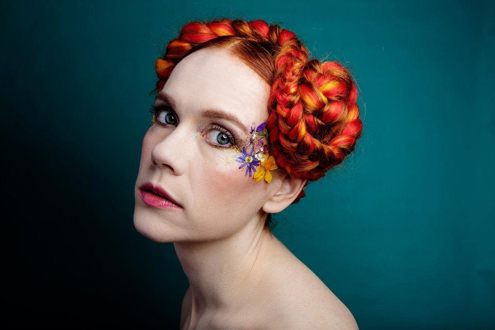 Tee kasvoistasi upea kukkataideteos Face Florals -kuivakukilla!