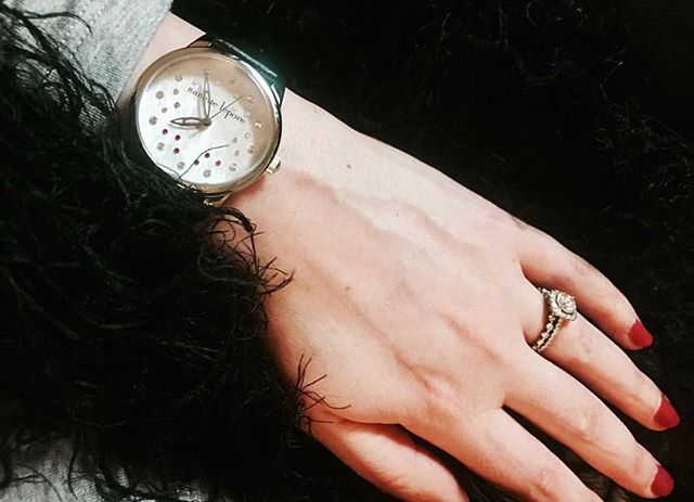 Nanette Lepore arm candy on @mandawamba 🍬⌚️