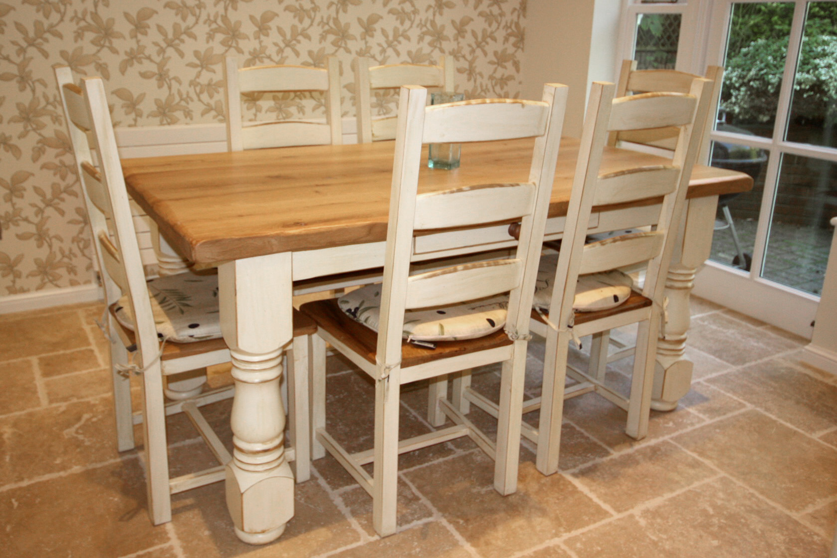Reith's Furniture - bespoke lounge and dining room furniture