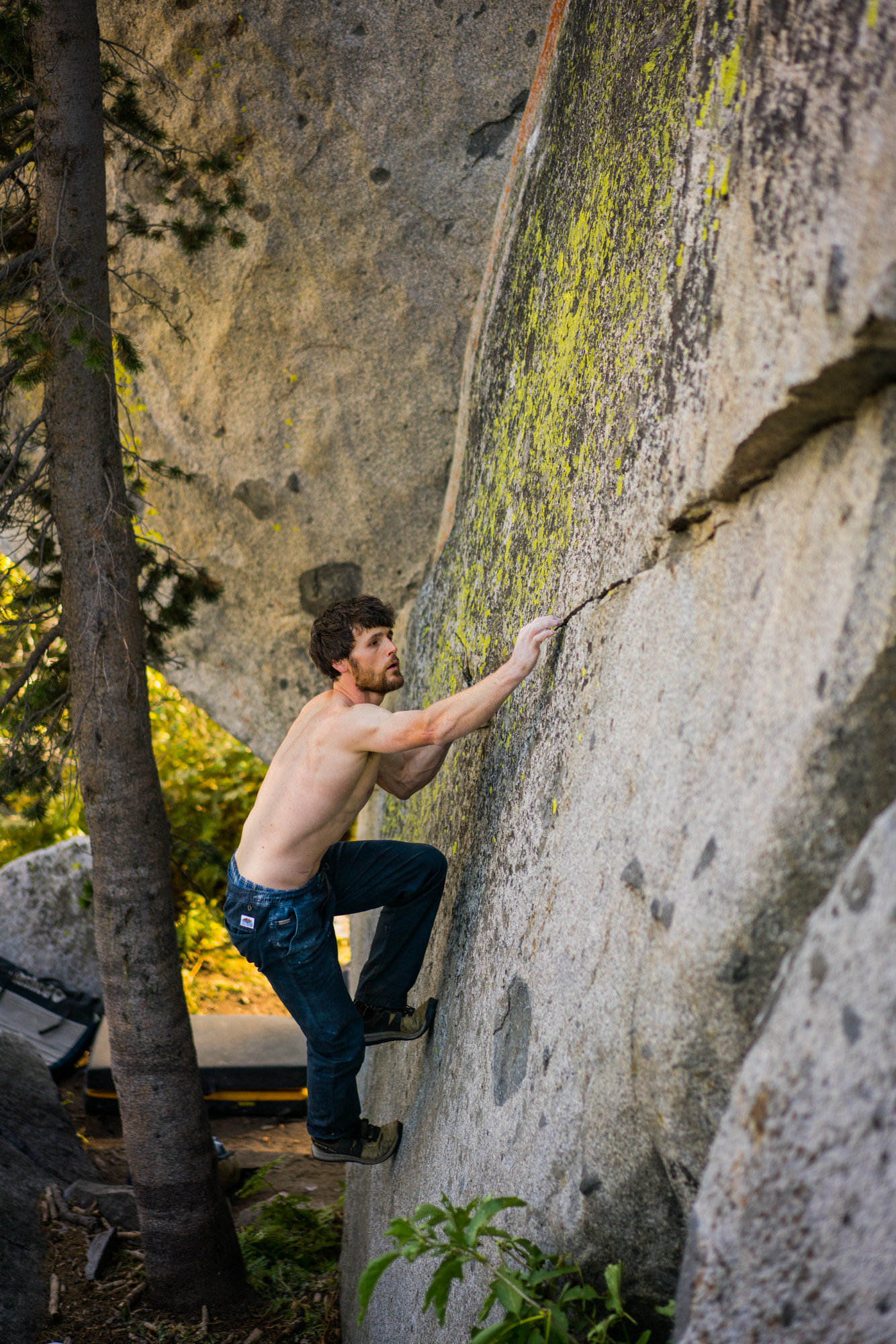 How He-Man warms up for projecting 8C - finger cracks in tennies