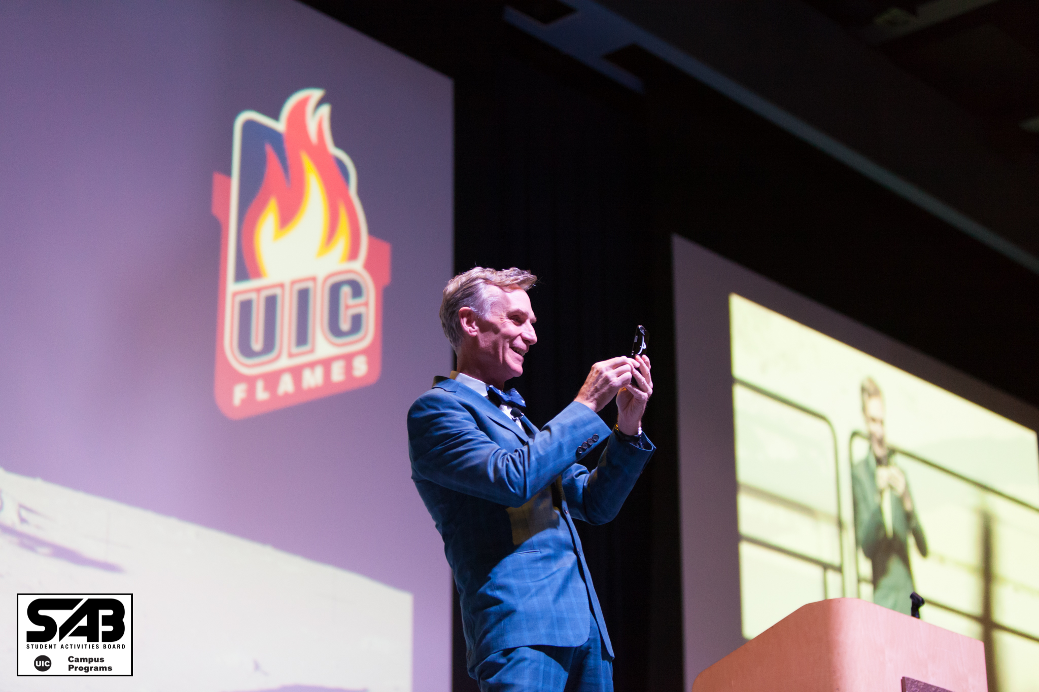 Bill Nye presents at University of Illinois at Chicago