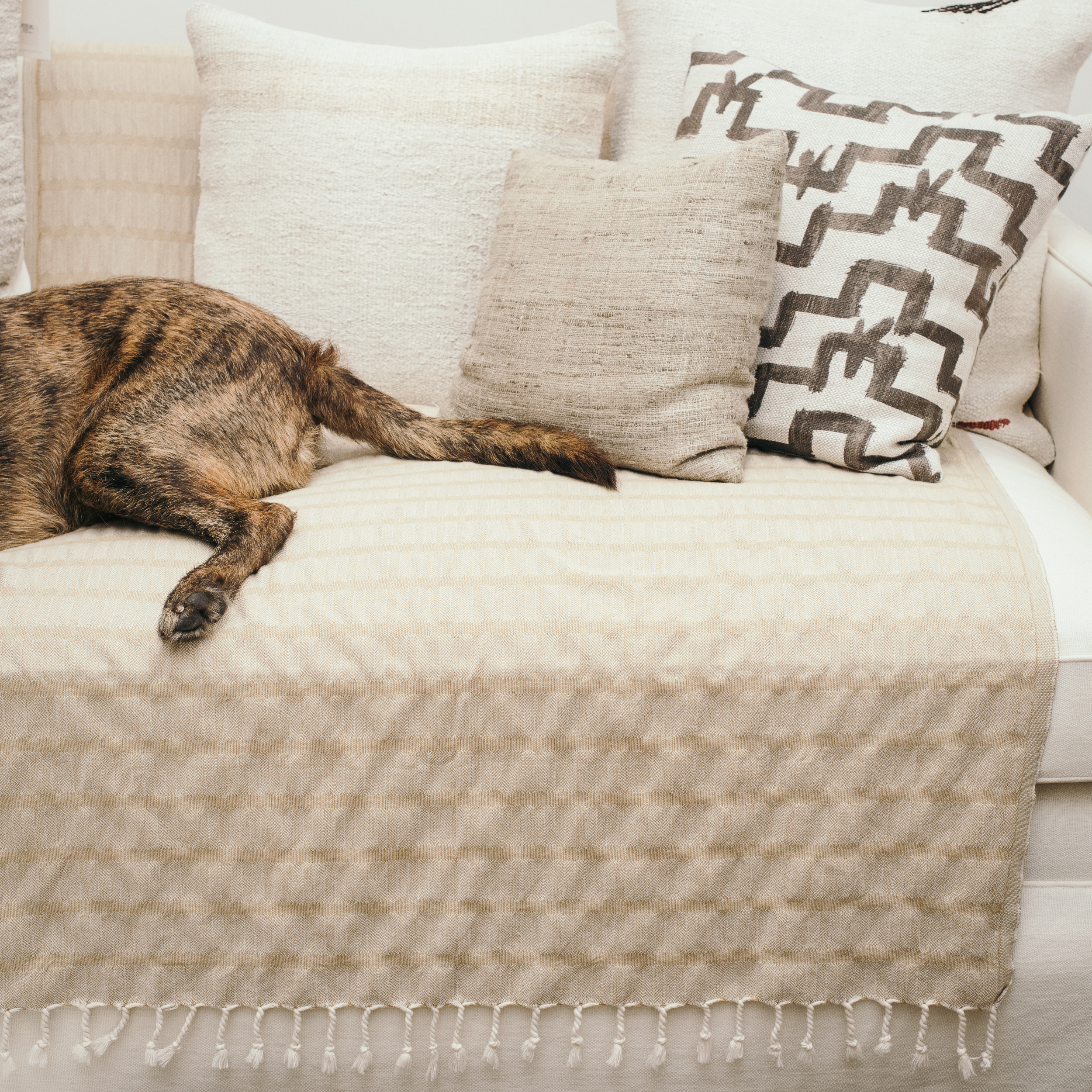 Loomed_Sunday_Shop_Dog_Blanket-8.jpg
