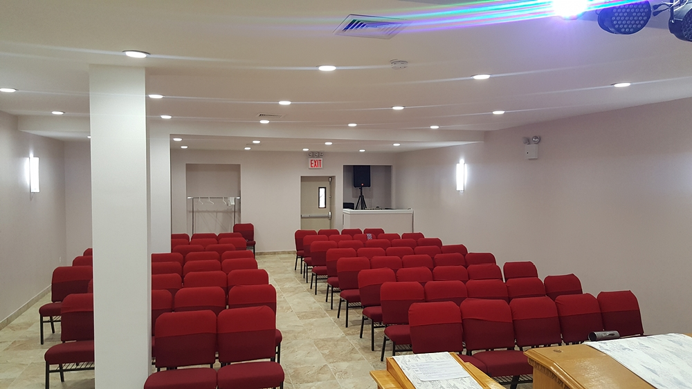 Full view of seating area at Washington Avenue church designed by Temple Builders