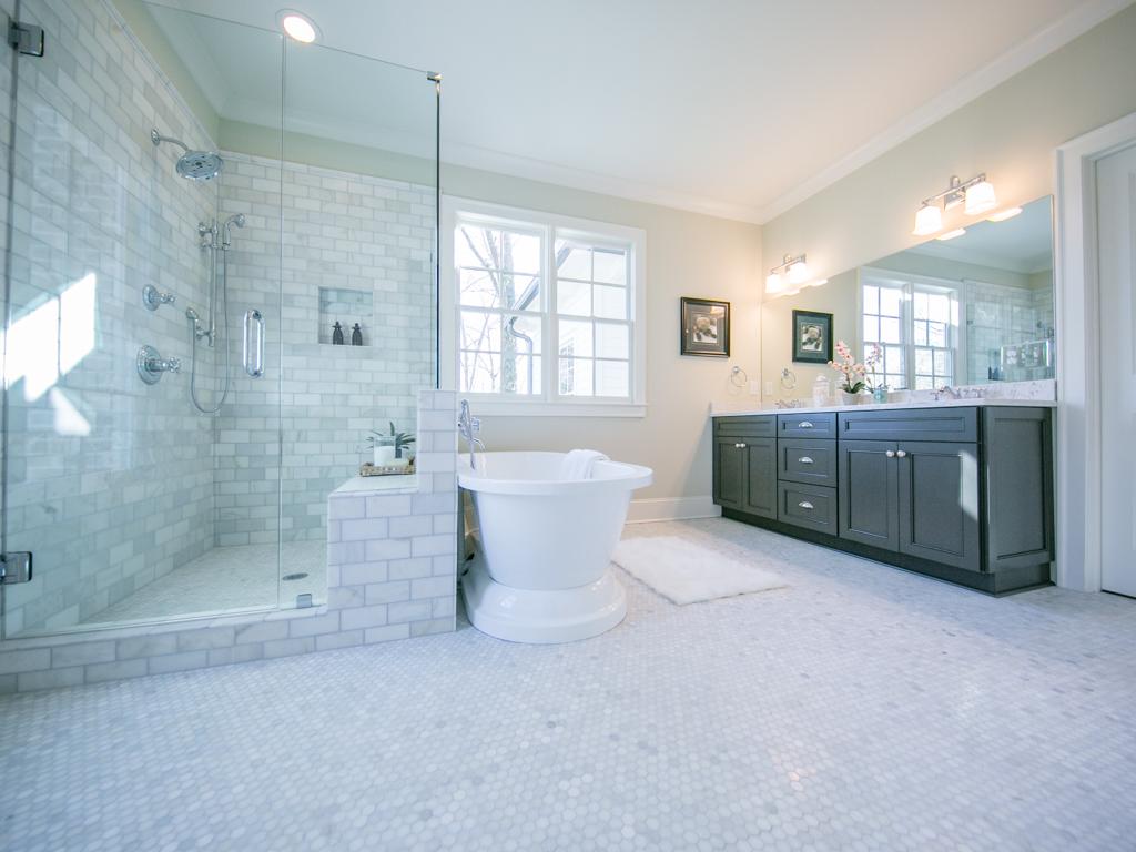 134 Hilldale-Master bath 4.jpg