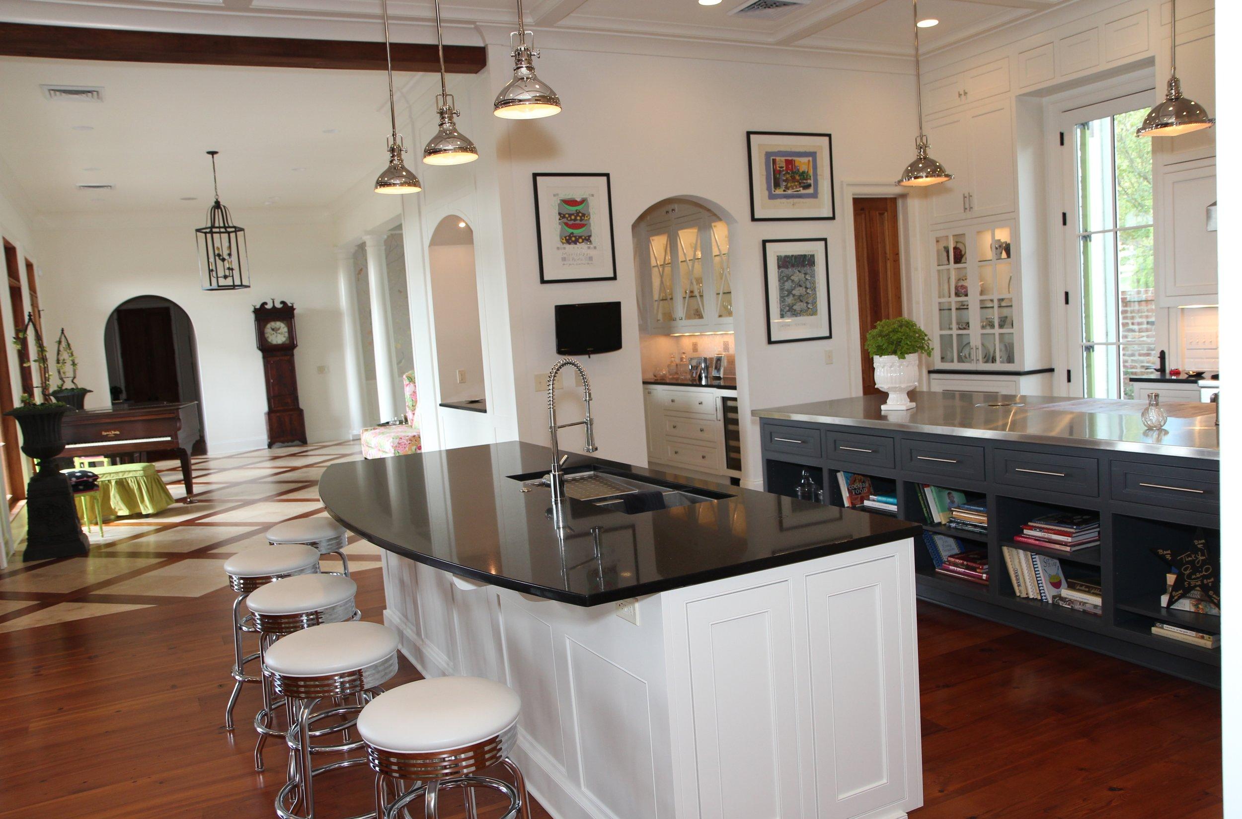 Kitchen toward bar.JPG