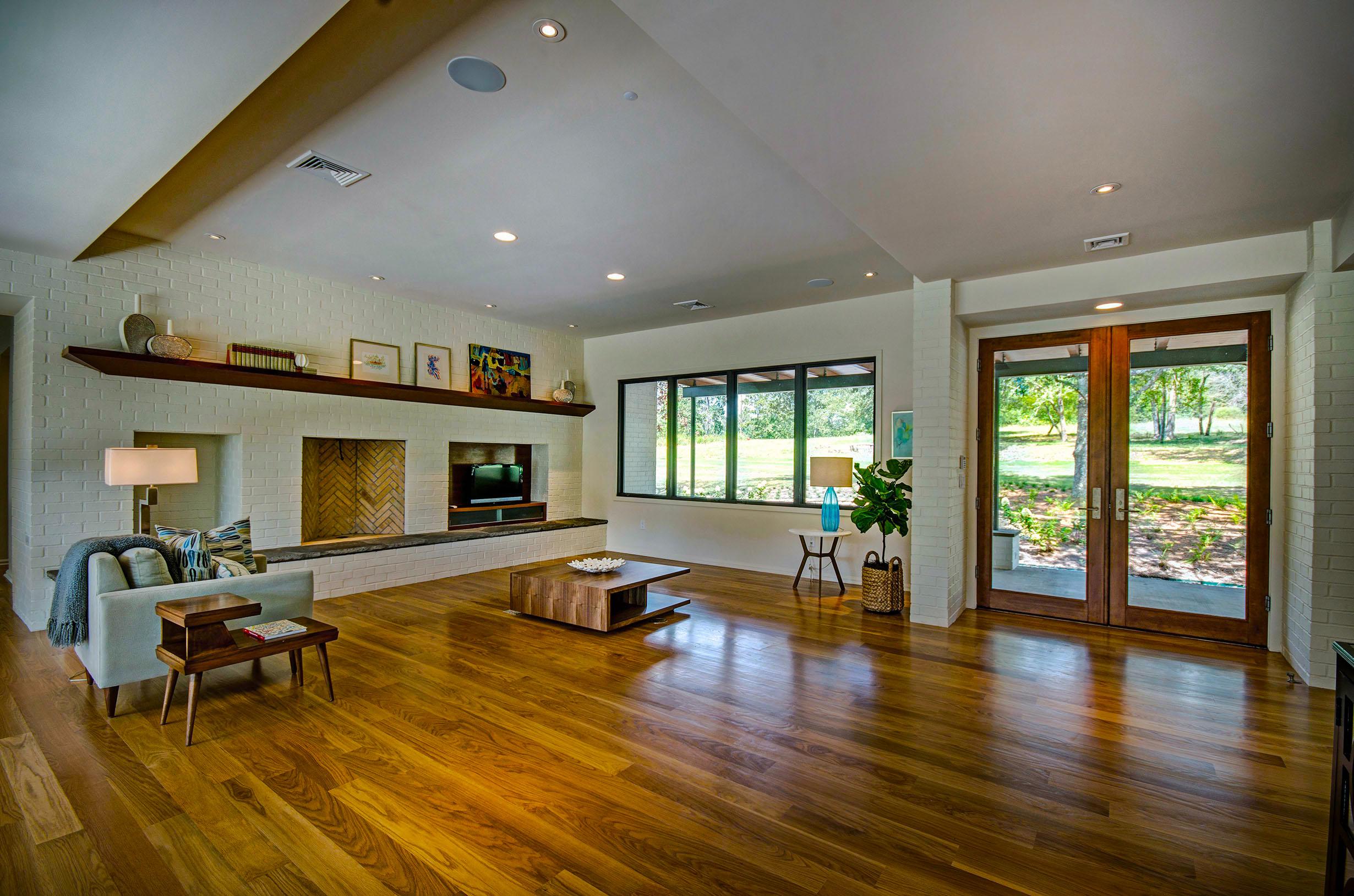 4. Living Room .jpg