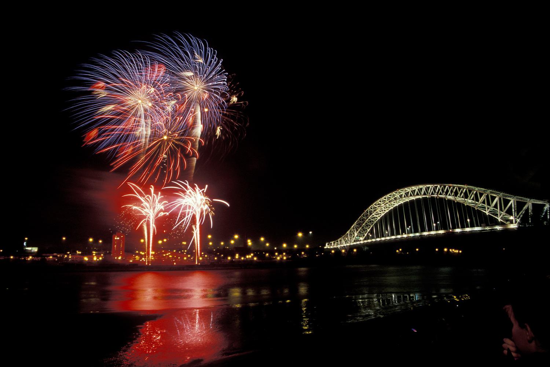 Halton Borough Council Fireworks 2015.jpg