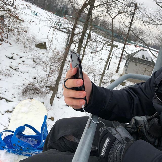 Happy holidays from @loopholeusa! Never drop your phone off a ski lift again! . . . . . #securedbyloophole #loopholeusa #madeinusa #phone #iphonex #newphone #grip #snowboarding #skiing #mountain #photography #view #brokenphone #giftsforher #giftsforhim #skilift #oops #drop #phonecase