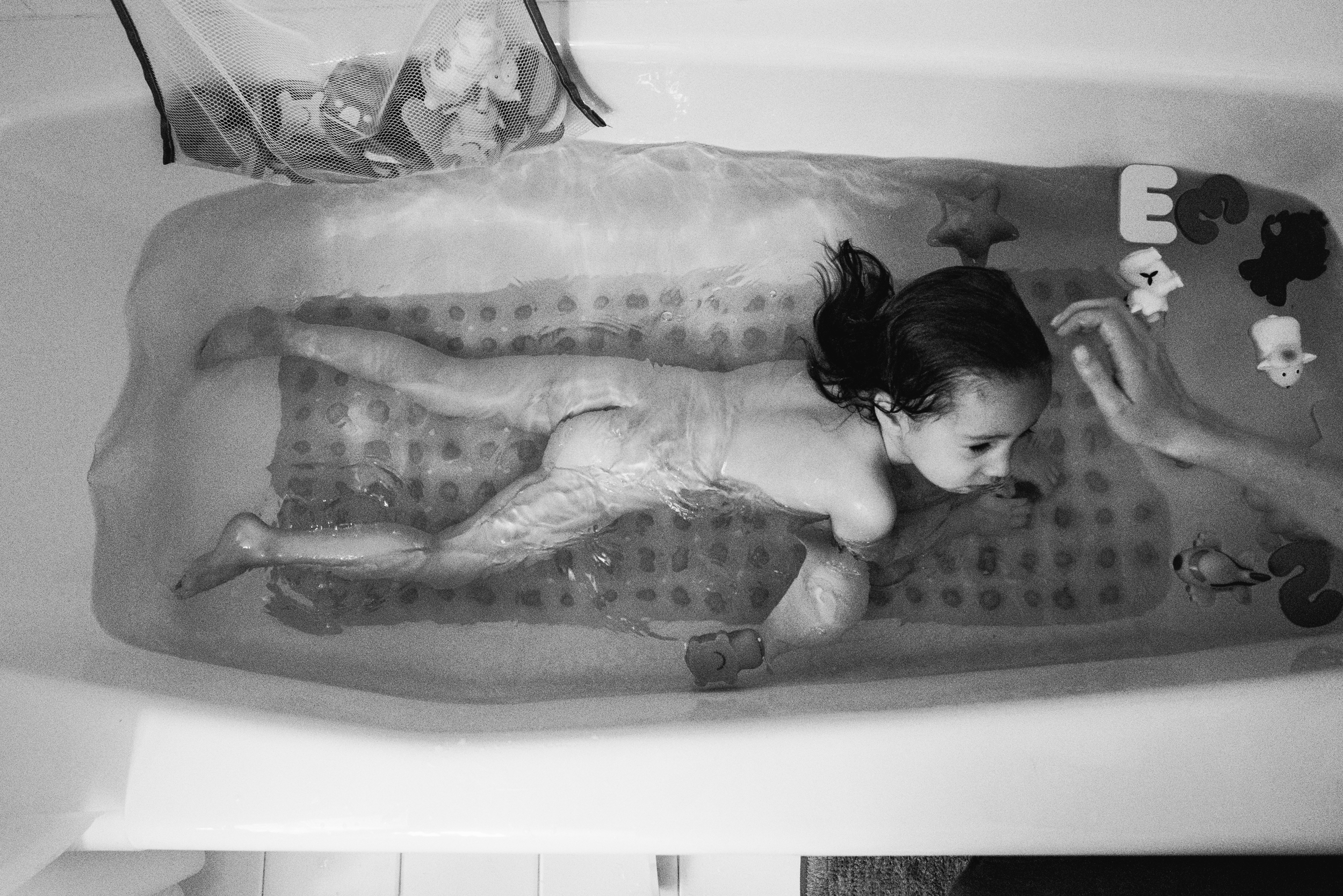Bath time. Birmingham Family Photographer.