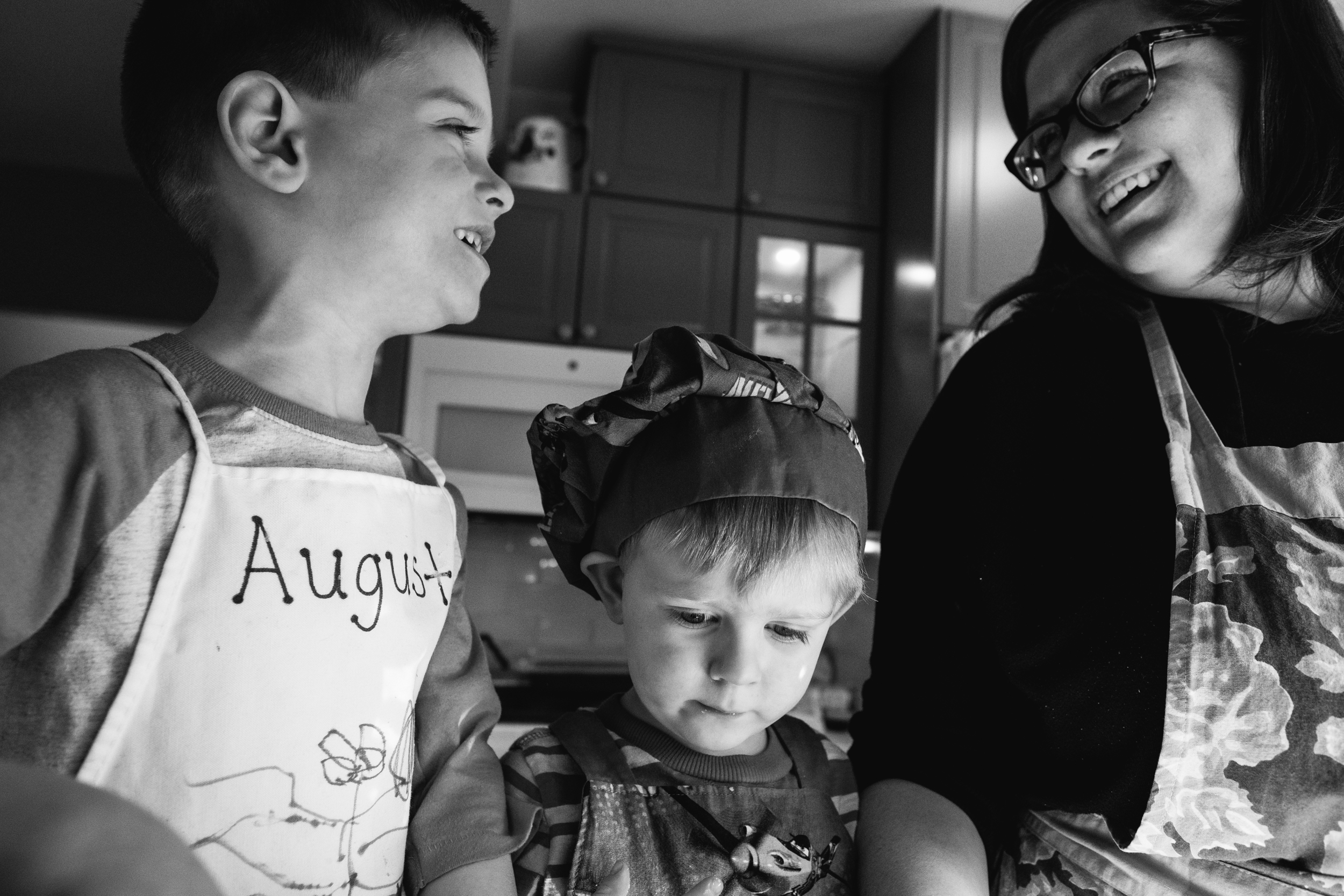 Cooking with mom. Kids loving on their mom. Metro Detroit Family Photographer. Ferndale Family Photographer